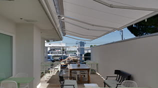 commercial retractable awning 1